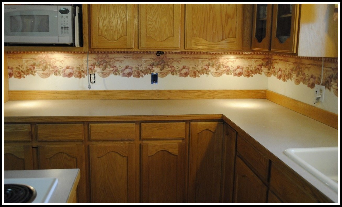 Wallpapered backsplash // thelittlebrownhouse.us
