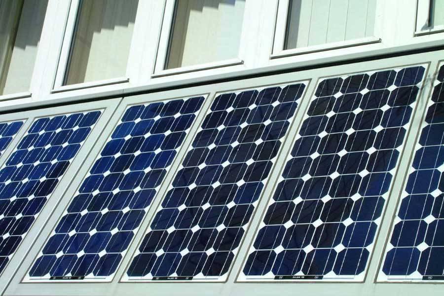 Polucrystalline solar panel // Freefoto.com