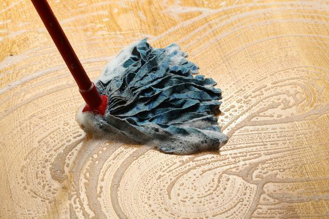 A mop is often used to clean the linoleum // kknews.cc