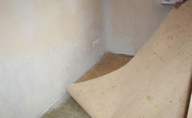 A layer of removed linoleum // polspec.com