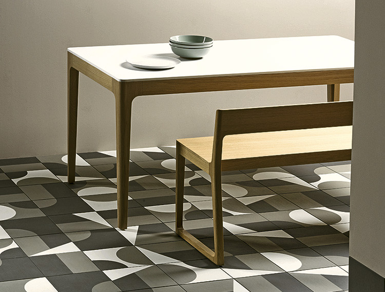 Mutina Puzzle porcelain stoneware design. Here you can see the tiles with symmetrical angles. // rdh.ru