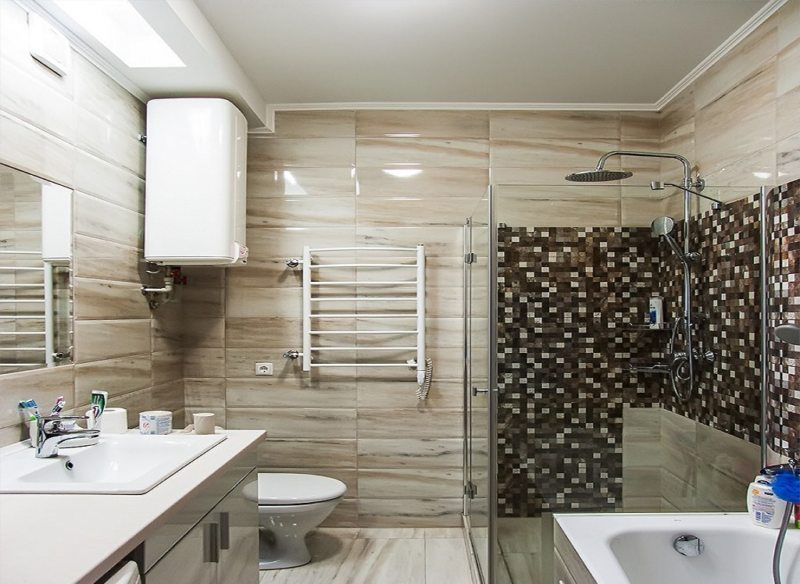 Well-zoned bathroom designed with contemporary design language // pinterest.com
